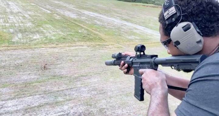 VIDEO: excampeón de la UFC Jon Jones asesina un jabalí desde un helicóptero y genera indignación en redes sociales